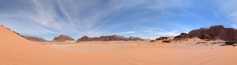 Wadi Rum Desert (panorama), zuidelijk Jordanië royalty-vrije stock afbeelding