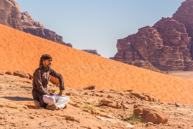 WADIrum, JORDANIË - APRIL 27, 2016: Bedouin mens stock fotografie