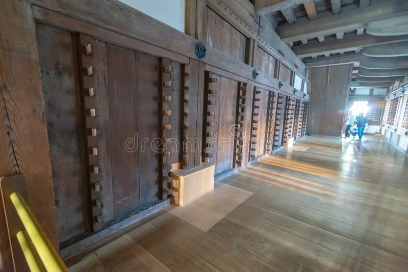Waffen beanspruchen innerhalb Himeji-Schlosses stark, errichtet hauptsächlich vom Kiefernholz in Himeji, Hyogo-Präfektur, Japan lizenzfreie stockfotografie