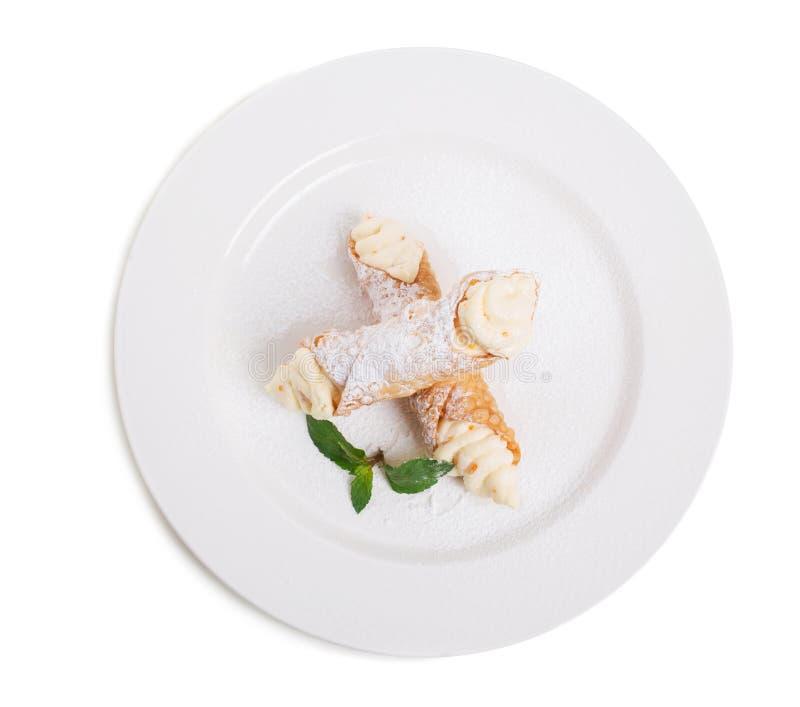 Waffle свертывает с очень вкусной взбитой сливк абрикоса стоковая фотография