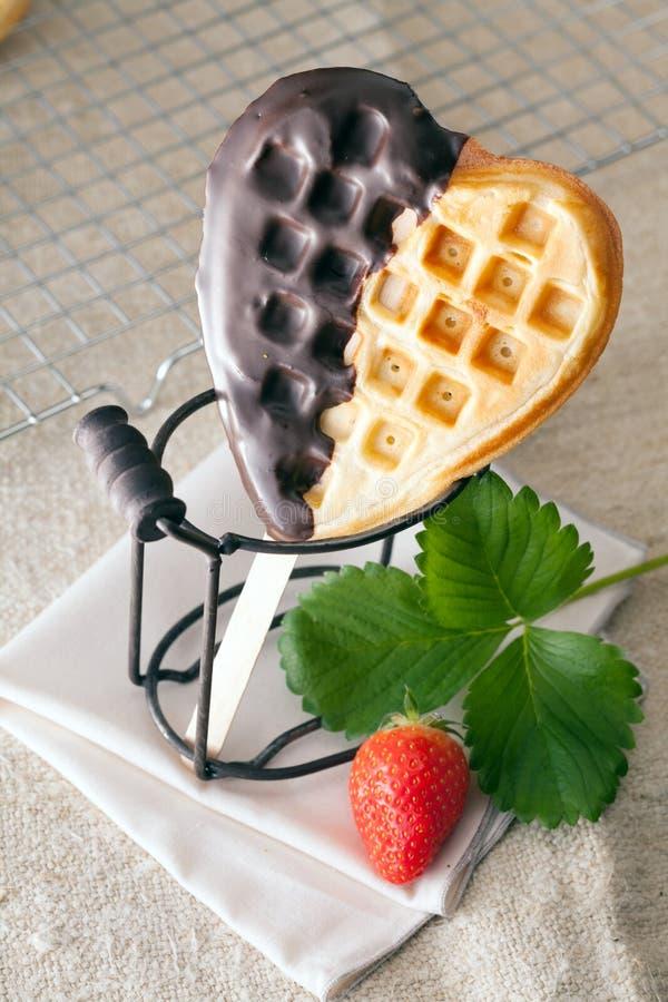 waffle Coração-dado forma com chocolate fotografia de stock royalty free