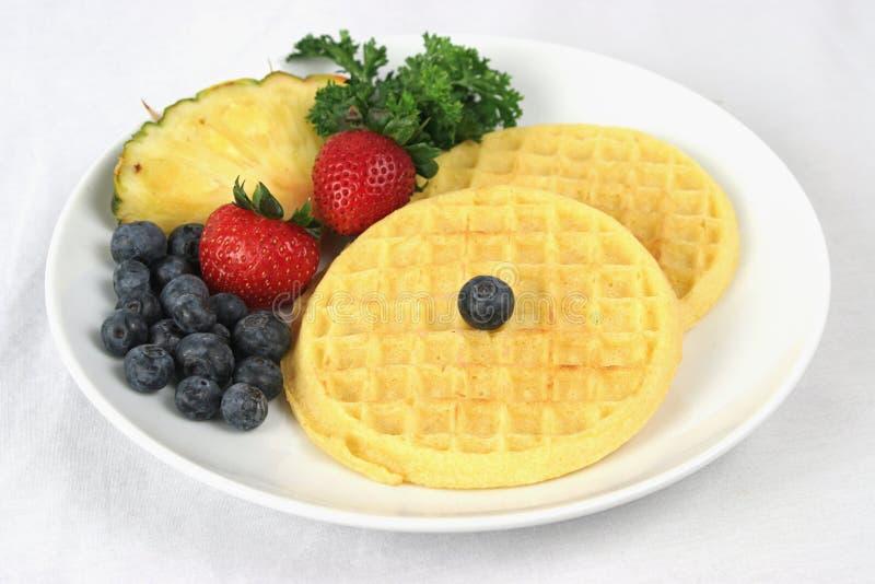 Waffles & Fruta Completos Imagem de Stock