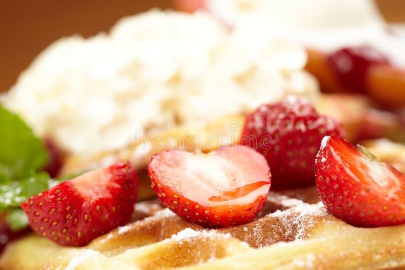 Waffles com morango foto de stock