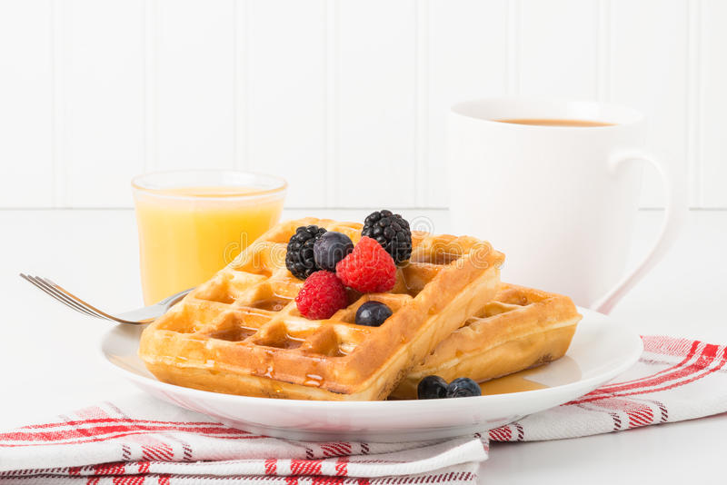 Waffles e fruto fotografia de stock royalty free