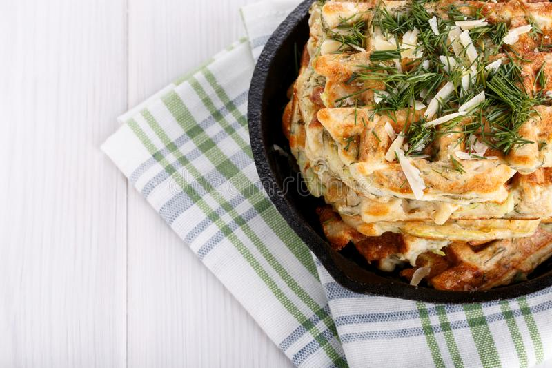 Waffles vegetais saborosos com queijo e ervas imagem de stock royalty free