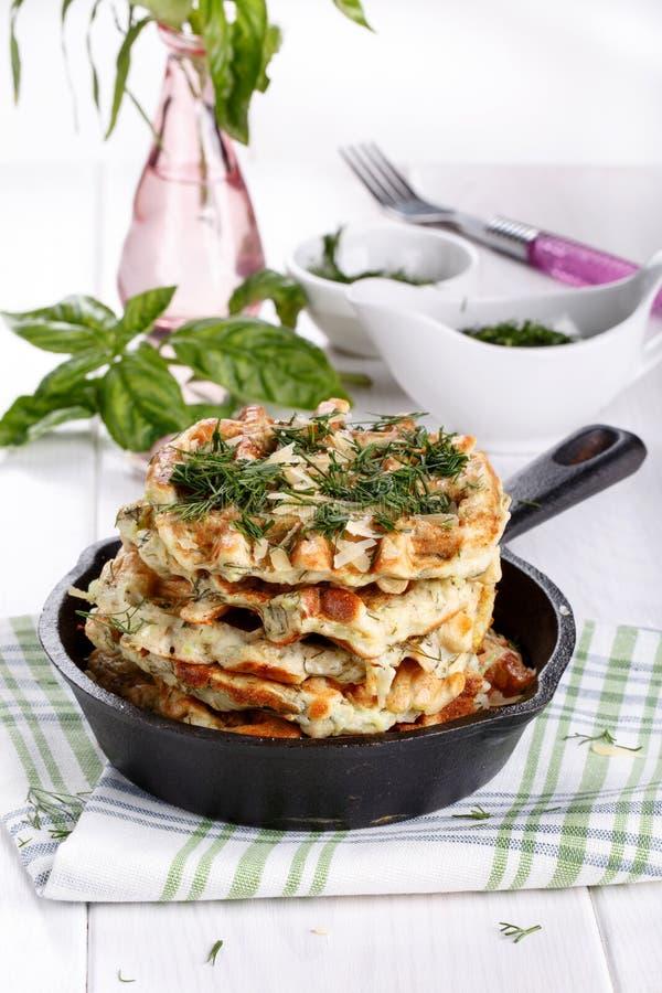 Waffles vegetais saborosos com queijo e ervas imagens de stock royalty free
