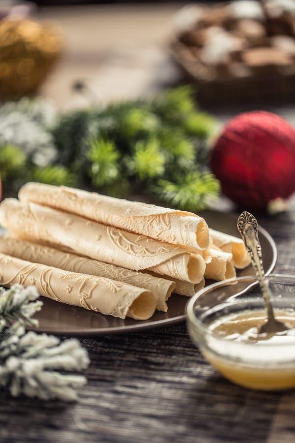 Wafs roulés avec du miel Pâtisserie traditionnelle slovaque et tchèque de noël - oblatoire photographie stock