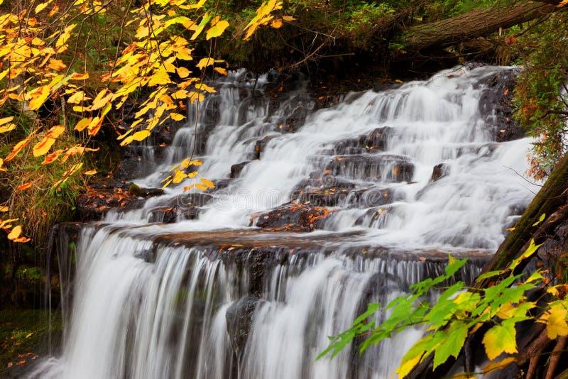 Wagner Falls in de Herfst - Alger County Michigan royalty-vrije stock afbeeldingen