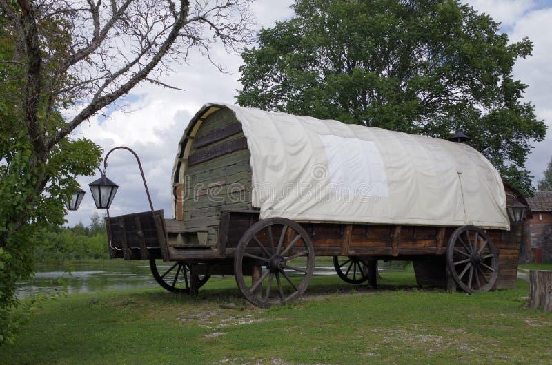 Wagon1 cubierto grande imagenes de archivo
