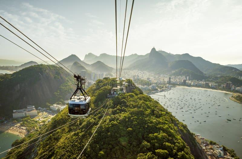 Wagon kolei linowej i?? Sugarloaf g?ra w Rio De Janeiro obraz royalty free