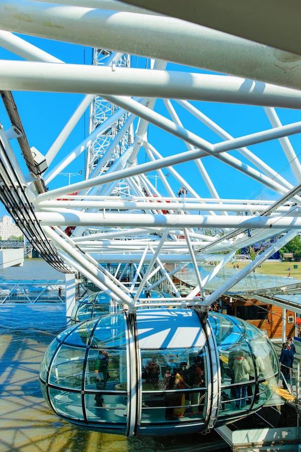 Wagon kolei linowej London Eye Ferris koła Thames rzeka Londyn fotografia royalty free