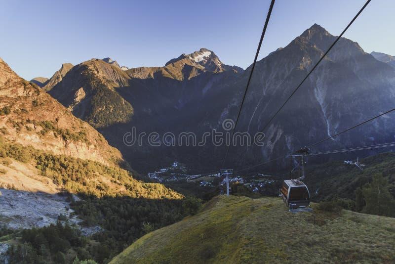 Wagon kolei linowej od Les deux Alpes Venosc przy latem zdjęcia royalty free