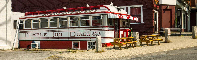 Wagon-restaurant d'auberge de dégringolade - vue large photos stock