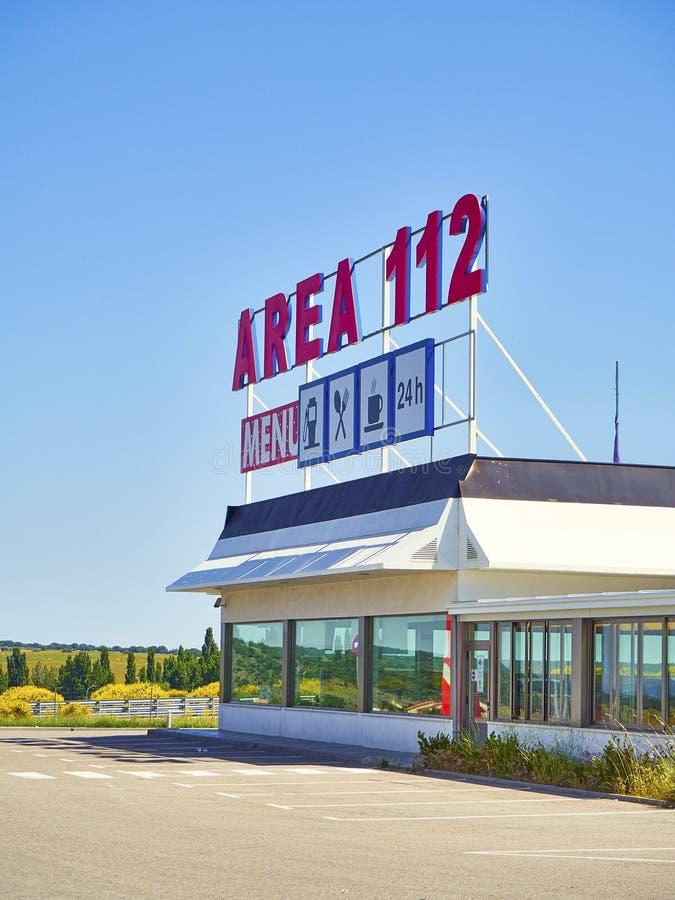 Wagon-restaurant d'une station service sur une autoroute européenne image libre de droits