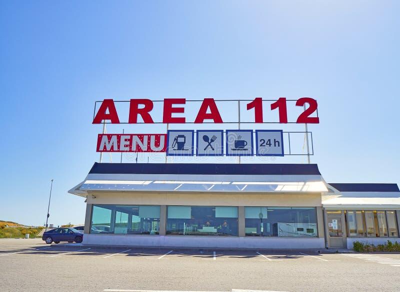 Wagon-restaurant d'une station service sur une autoroute européenne photographie stock