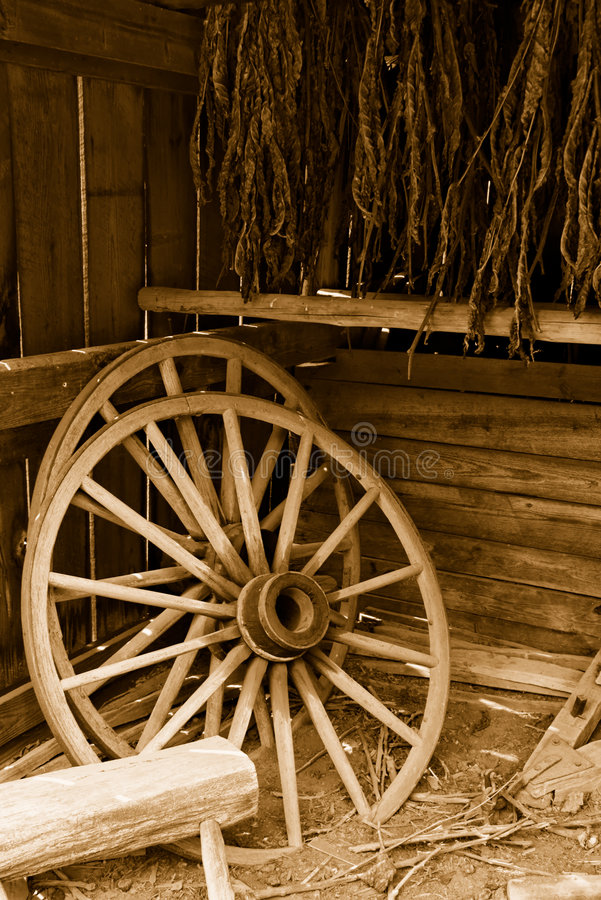Free Wagon Wheels And Tobacco Royalty Free Stock Photography - 2707817