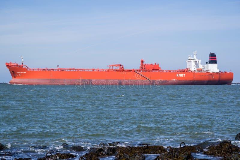 Wahadłowa tankowiec KAREN KNUTSEN wyjeżdżające Rotterdam obrazy royalty free