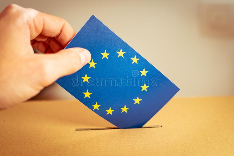 Wahl in der Europäischen Gemeinschaft - wählend an der Wahlurne stockfotos