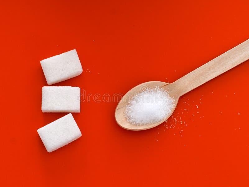 Wahl - Zucker oder Fruchtzucker Orange Hintergrund lizenzfreies stockfoto
