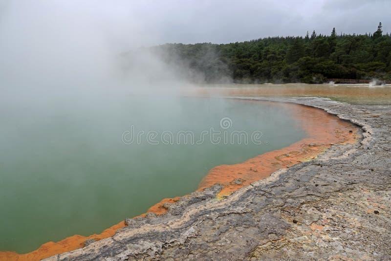 Wai-O-Tapu Szampański basen w Rotorua, Nowa Zelandia zdjęcie royalty free