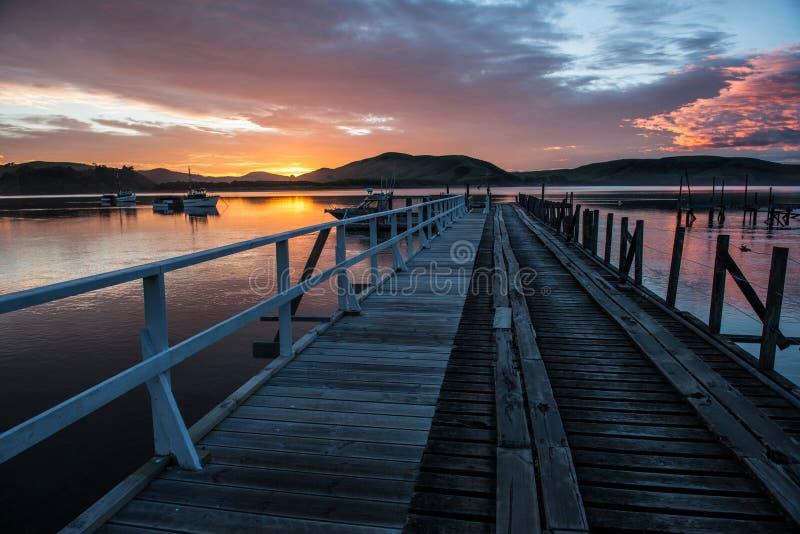 Waikawa habour. Meer in der Südinsel Newzealnd der südlichen Küste stockbild