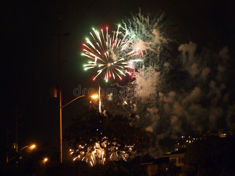 Waikiki Fireworks-show barst uit in Kapahulu royalty-vrije stock afbeeldingen