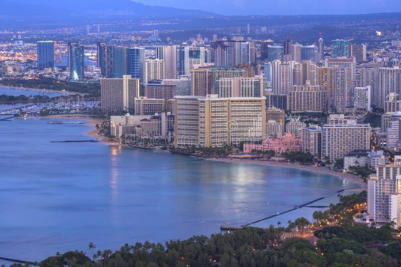 Waikiki i Honolulu pejzaż miejski przy świtem obraz stock