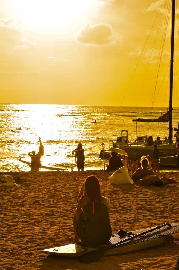 Waikiki strand, Honolulu solnedgång arkivfoto