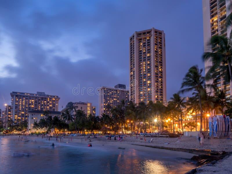Waikiki strand på skymning royaltyfri fotografi