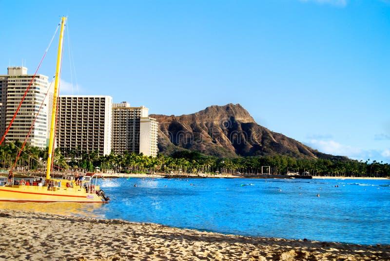 Waikikistrand met mening van Diamond Head Hawaii Oahu stock afbeeldingen