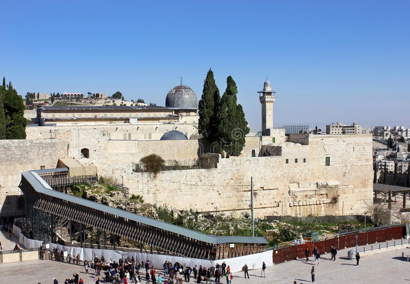 Download Wailing Wall And The Bridge Leading To The Temple Editorial Photo - Image: 26624236