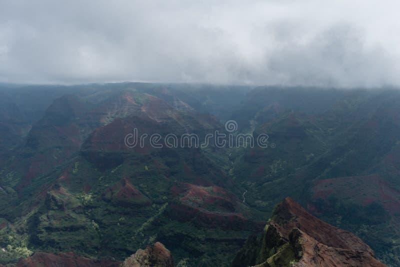 Waimea kanjon på Kauai, Hawaii, i vinter efter ett viktigt häftigt regn arkivbilder