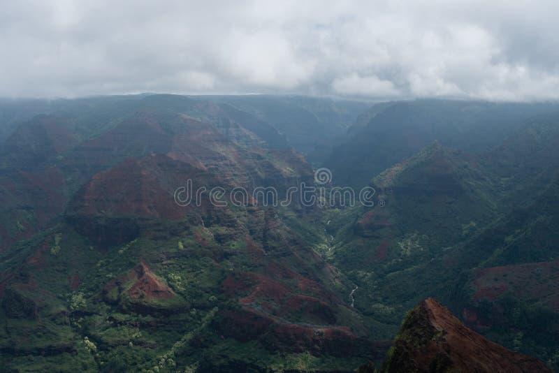 Waimea-Schlucht auf Kauai, Hawaii, im Winter nach einem bedeutenden Regensturm lizenzfreies stockfoto