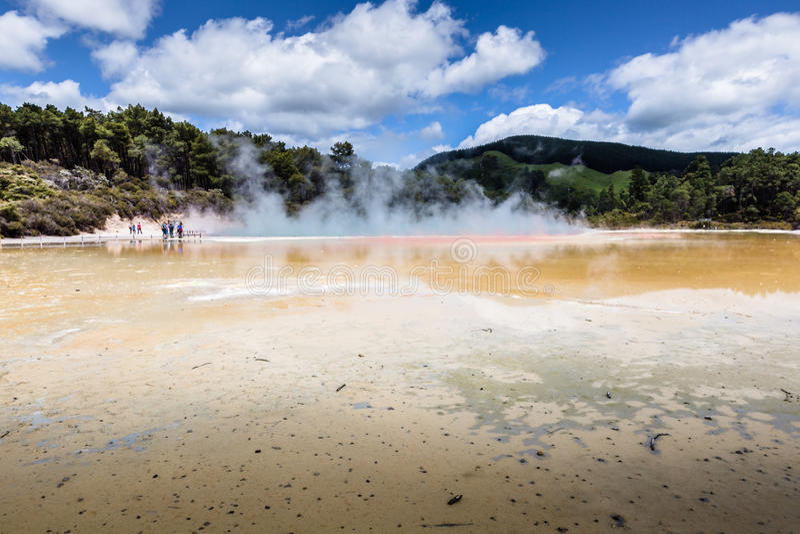 Waiotapu热量储备的,罗托路亚,新西兰香槟池 免版税图库摄影