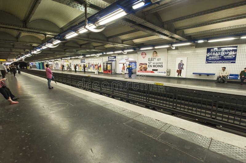 Download Waiting For The Train Paris Metro Editorial Image - Image: 26319980