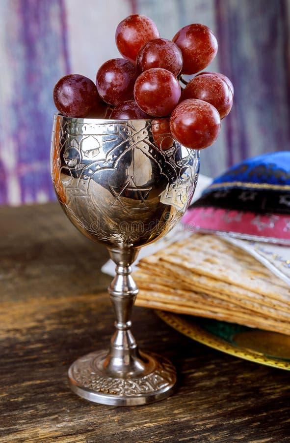 wakacyjnego macy świętowania matzoh passover chleba żydowski torah zdjęcia royalty free