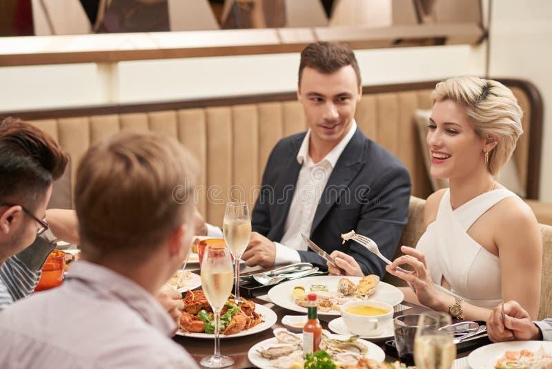 Wakacyjny gość restauracji zdjęcie royalty free