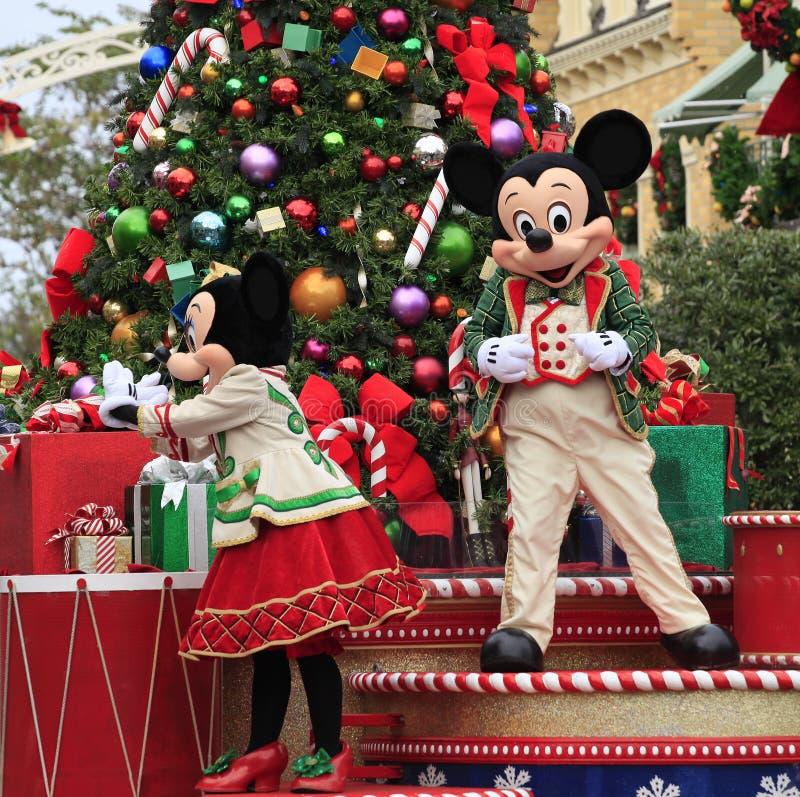 Wakacyjny Mickey i Minnie Mouse na boże narodzenie paradzie obraz stock