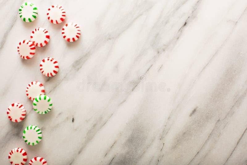 Wakacyjny tło z miętowym cukierkiem fotografia royalty free