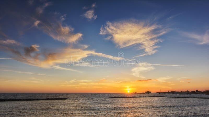 Wakacyjny zmierzch w Cypr wyspie od Paphos wybrzeża Europa obraz stock