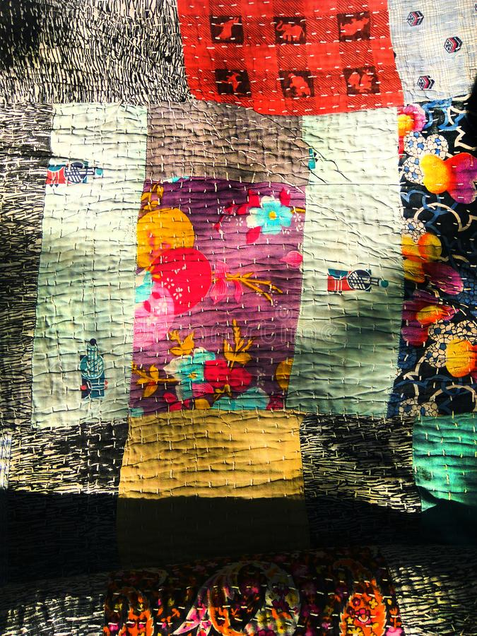 Wakal, Godhadi konst & x28; Blanket& x29; är ett traditionellt handgjort täcke från maharashtraen, Indien royaltyfri foto