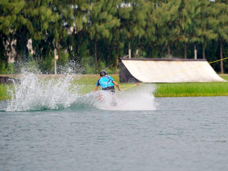 Wake boarding rider-springtruc royalty-vrije stock afbeelding