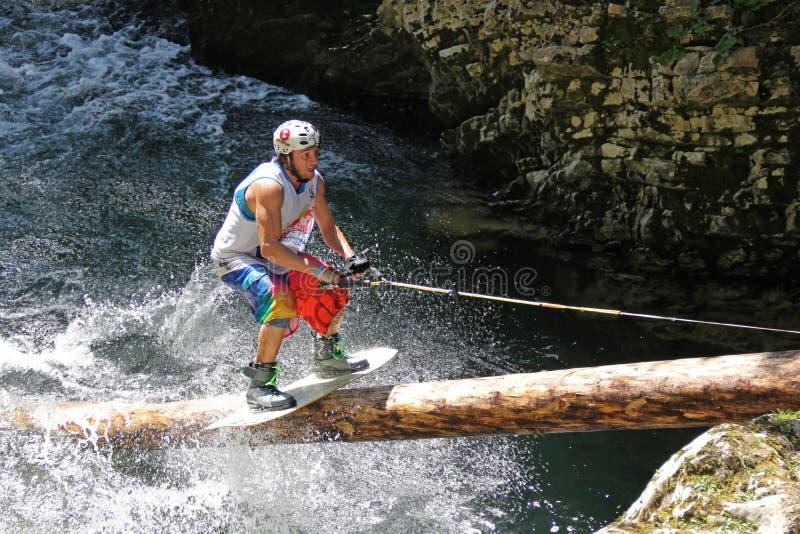 Wakeboarder em um rio fotos de stock royalty free