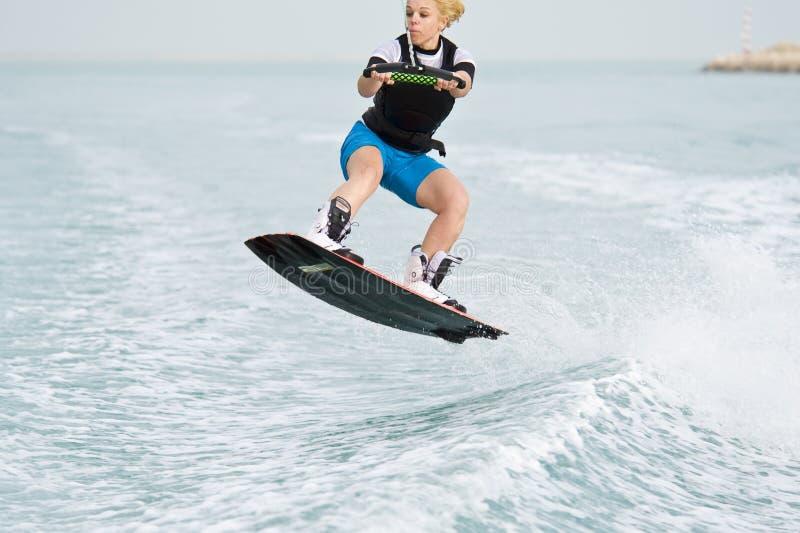 Wakeboarder en la acción imagen de archivo