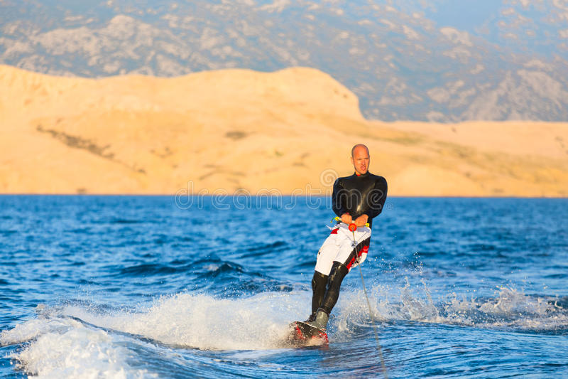 Wakeboarder im Sonnenuntergang stockfotos