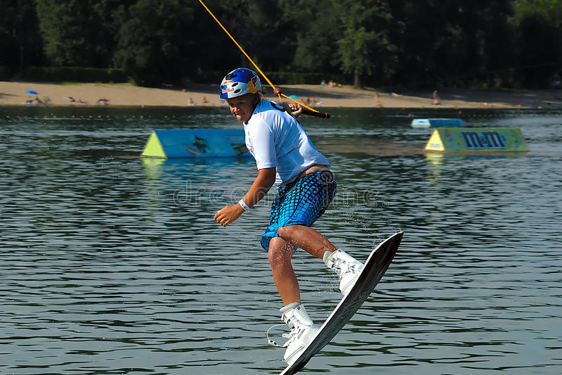Wakeboarder no salto imagens de stock