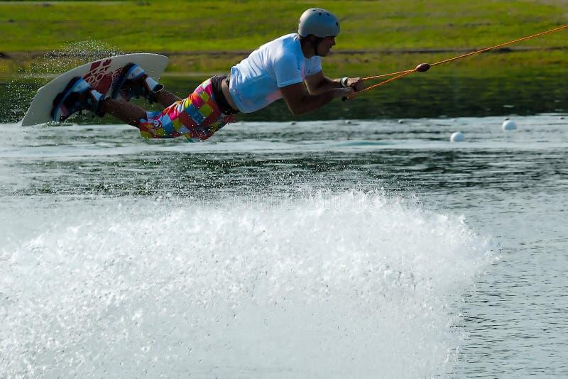 Wakeboarder no vôo foto de stock