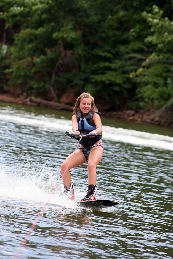 Wakeboarding Mädchen stockfotografie