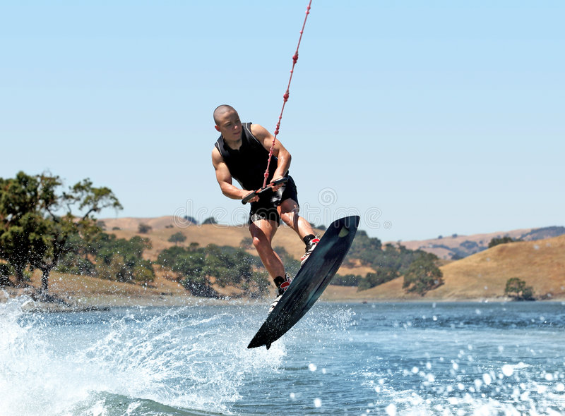 Wakeboarding no lago fotografia de stock