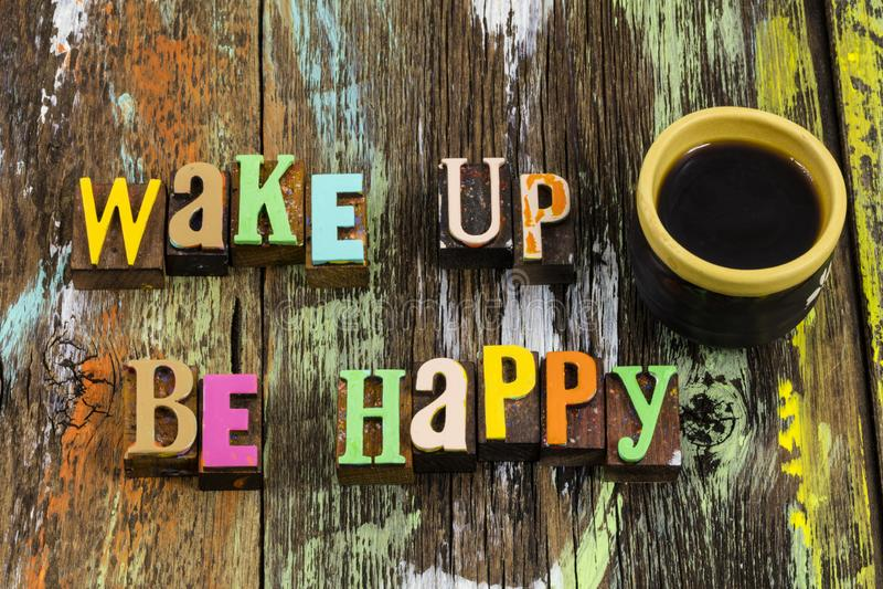 Wakker worden gelukkig, goedemorgen, koffiekopliefde stock foto's